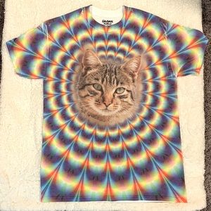 Women's rainbow 🌈 and cat 🐈 t-shirt. Size S-M